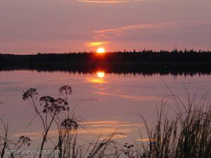 Coucher de soleil en Laponie, Finlande au mois d'août