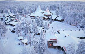 Le Village du Père Noël vu du ciel en hiver à Rovaniemi en Laponie