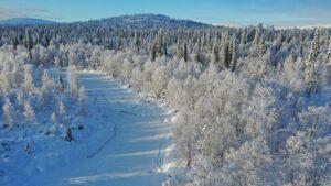 Le centre de Kemijärvi vu du ciel en hiver en Laponie