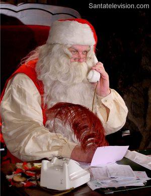 Der Weihnachtsmann ist beschäftigt vor Weihnachten.