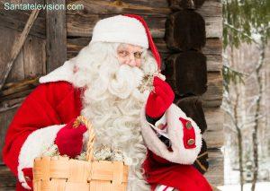 Joulupukki esittelee ylpeänä superjäkälää, joka saa Joulupukin porot lentämään