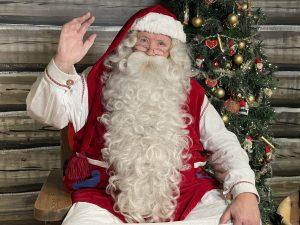 Le Papa Noël dans la Maison du Père Noël à Rovaniemi, Laponie Finlande