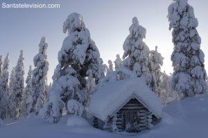 Vue enneigée du haut du Mont Ritavalkea à Pello en Laponie, Finlande