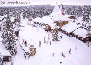 La línea del Círculo Polar Ártico y El Pueblo de Papá Noel Santa Claus en Rovaniemi, Laponia (Finlandia)