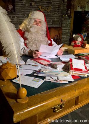 Papá Noel en la Oficina de Correos de Santa Claus en Rovaniemi, Finlandia
