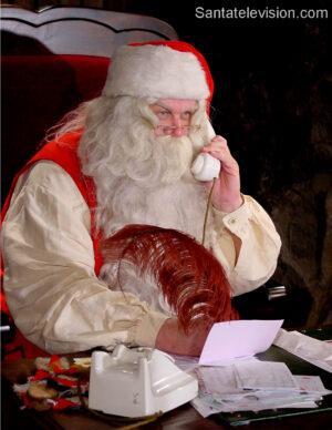 Papá Noel ocupado antes de Navidad en Laponie, Finlandia