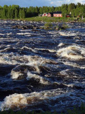 Kukkolankoski / Kukkolaforsen rapide dans la Vallée de la Rivière Tornio en Laponie