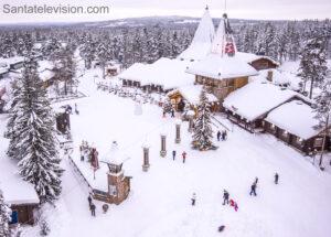 Le village du Père Noël à Rovaniemi vu du ciel en Laponie finlandaise