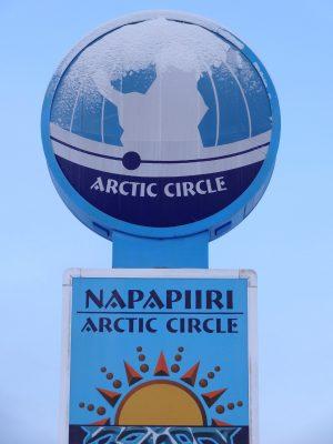 Panneau du cercle arctique à Pello en Laponie, Finlande