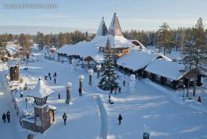 Weihnachtsmanndorf am Polarkreis in Rovaniemi (Finnland) aus der Luft